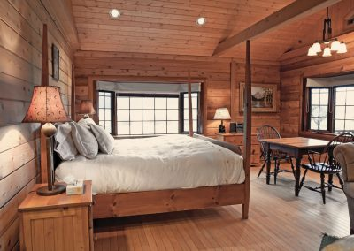 cabin-bedroom-side